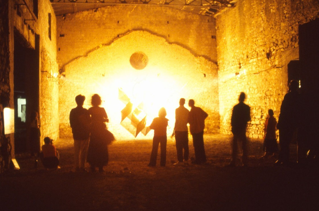 Centre of the World 1997, the burning, 550x550x550cm